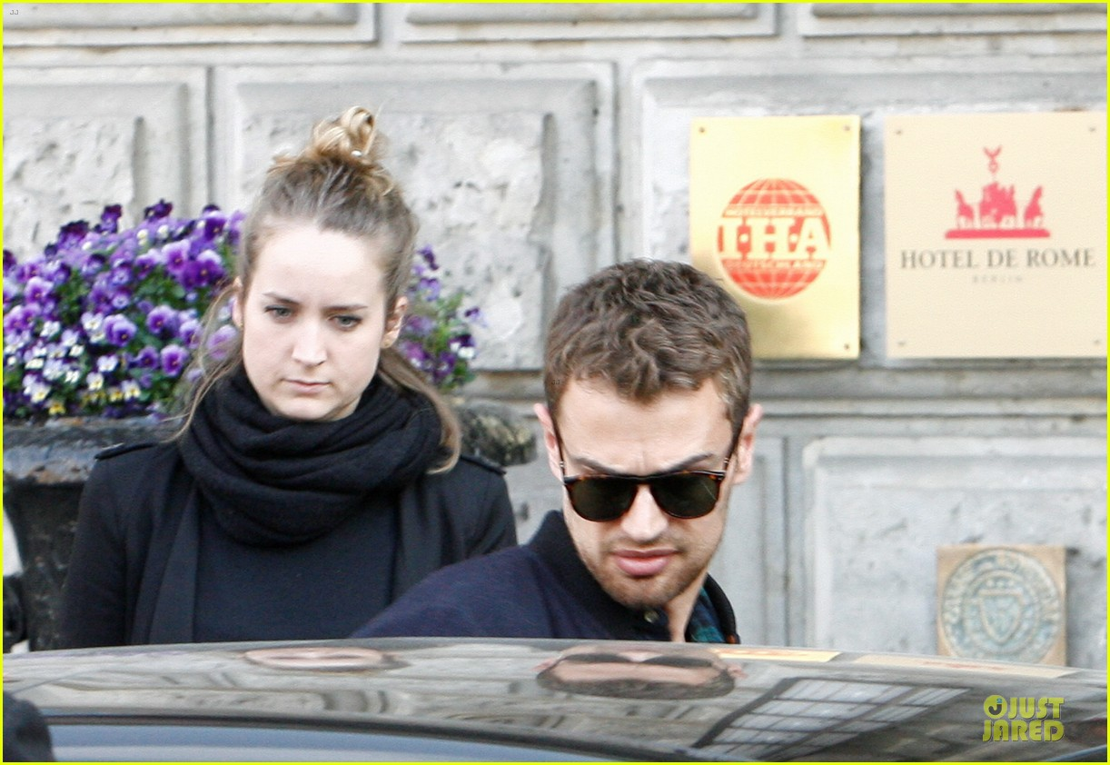 shailene woodley theo james hotel exit at night 073083555