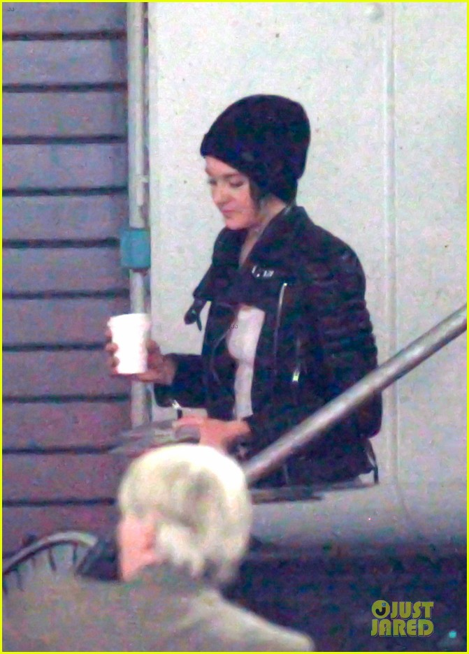 shailene woodley theo james hotel exit at night 18