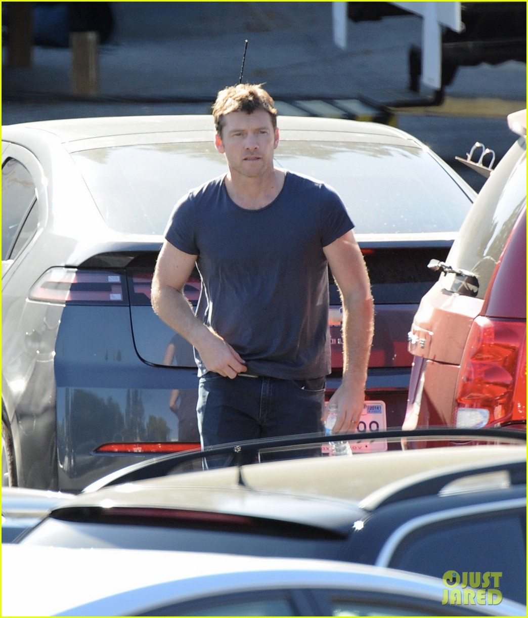 sam worthington visit from lara bingle on cake set 04