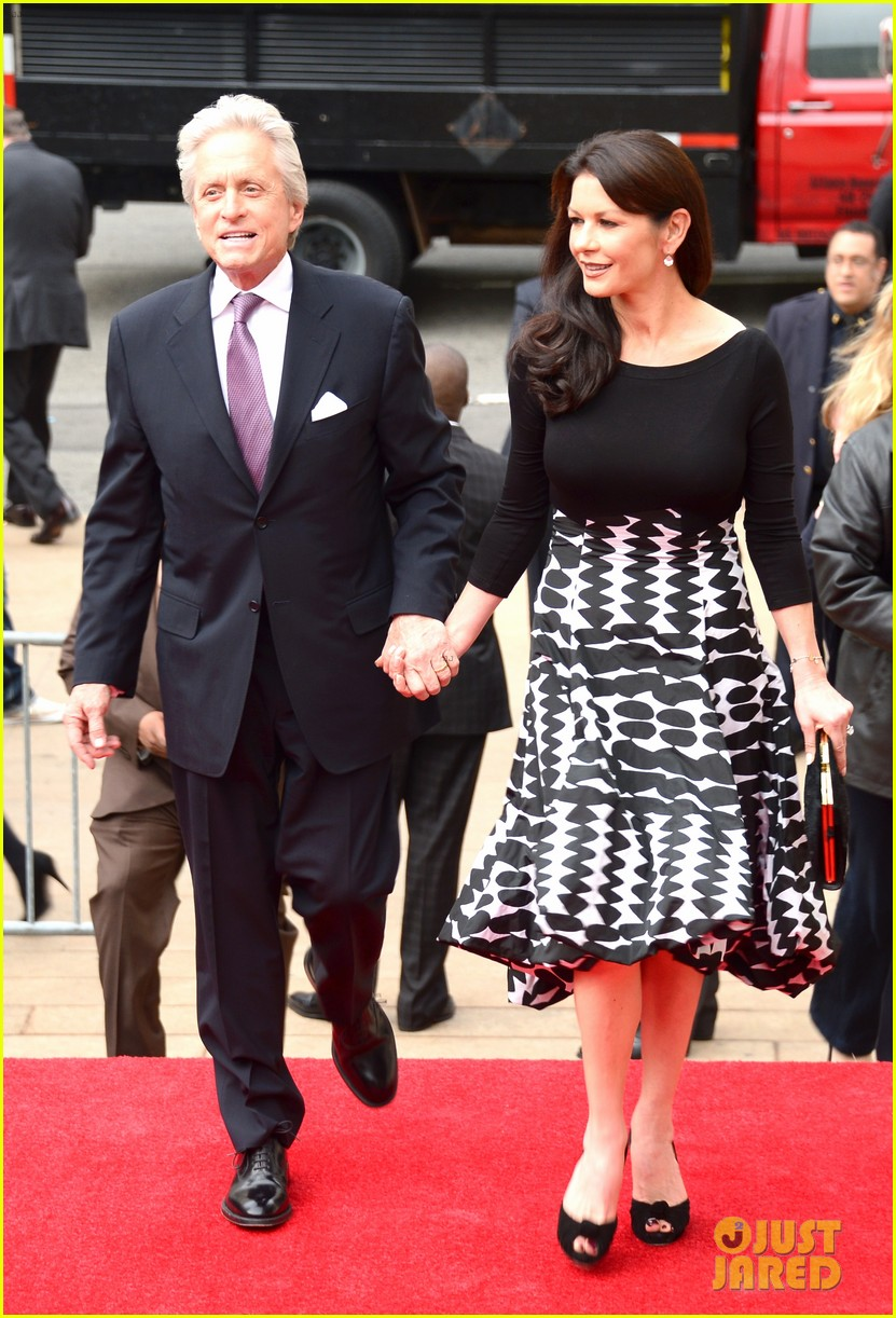 catherine zeta jones michael douglas hold hands red carpet 063100927