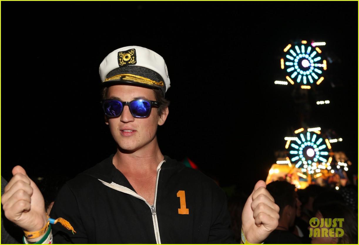 miles teller zoe kravitz divergent neon carnival coachella 2014 023090448