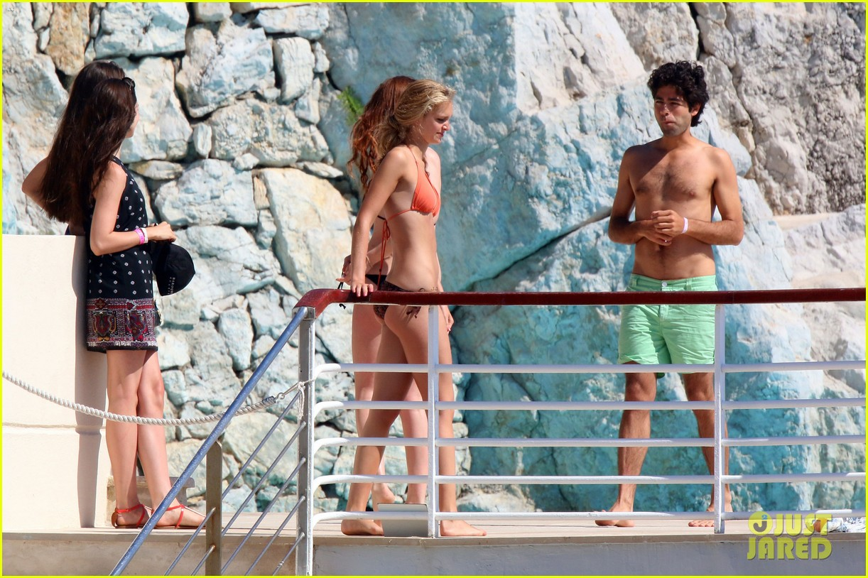 adrian grenier shirtless pool bikini babes 05