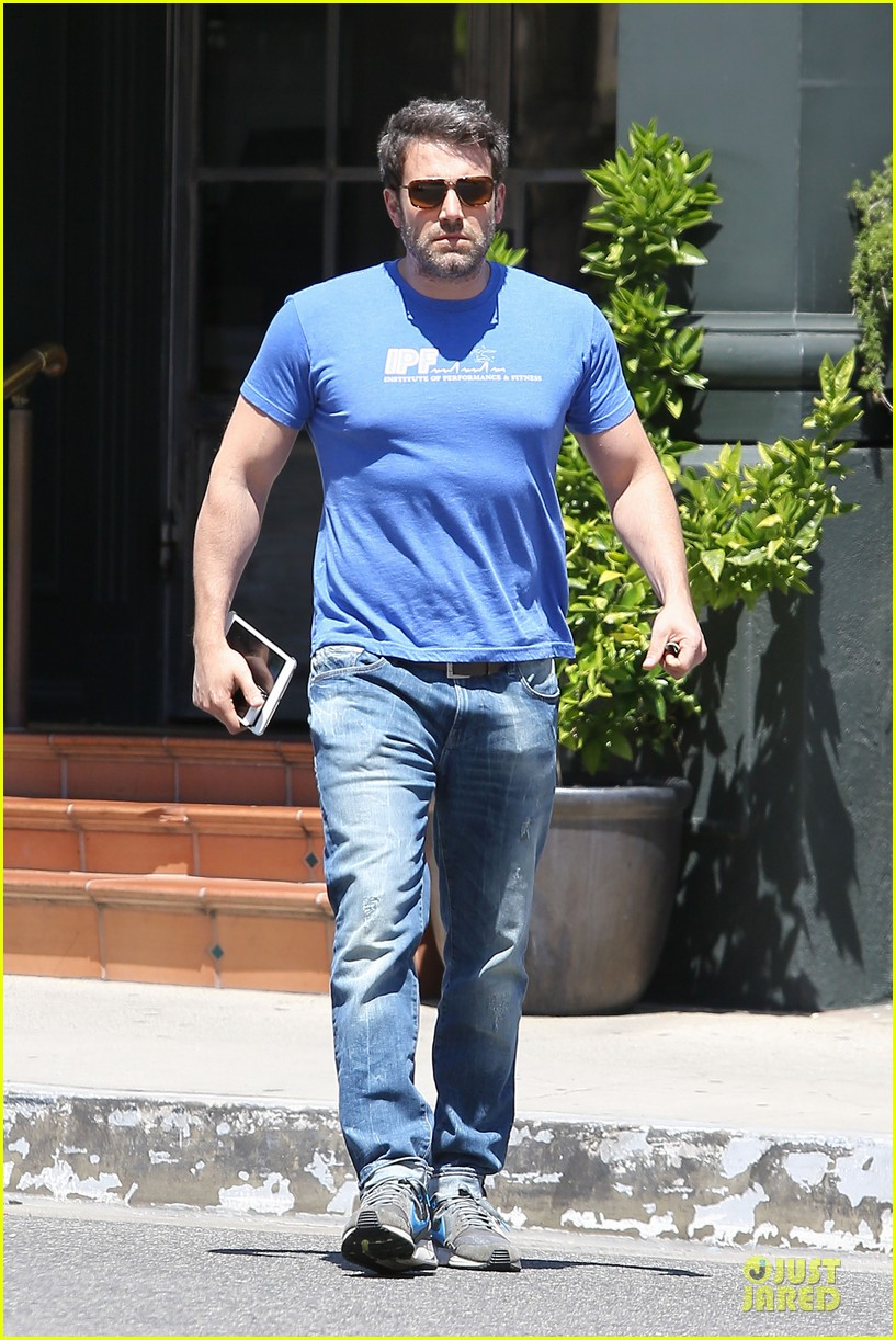 ben affleck buff body in tight tee 10