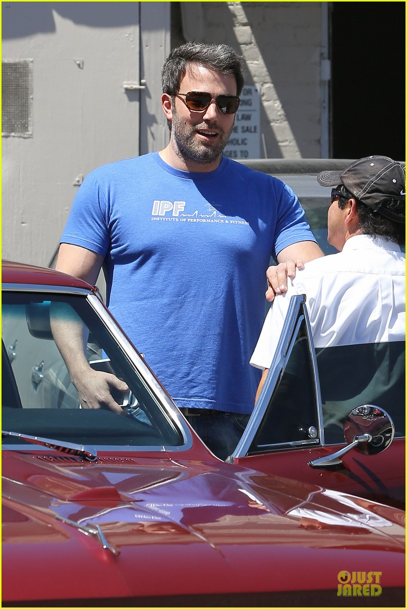 ben affleck buff body in tight tee 11