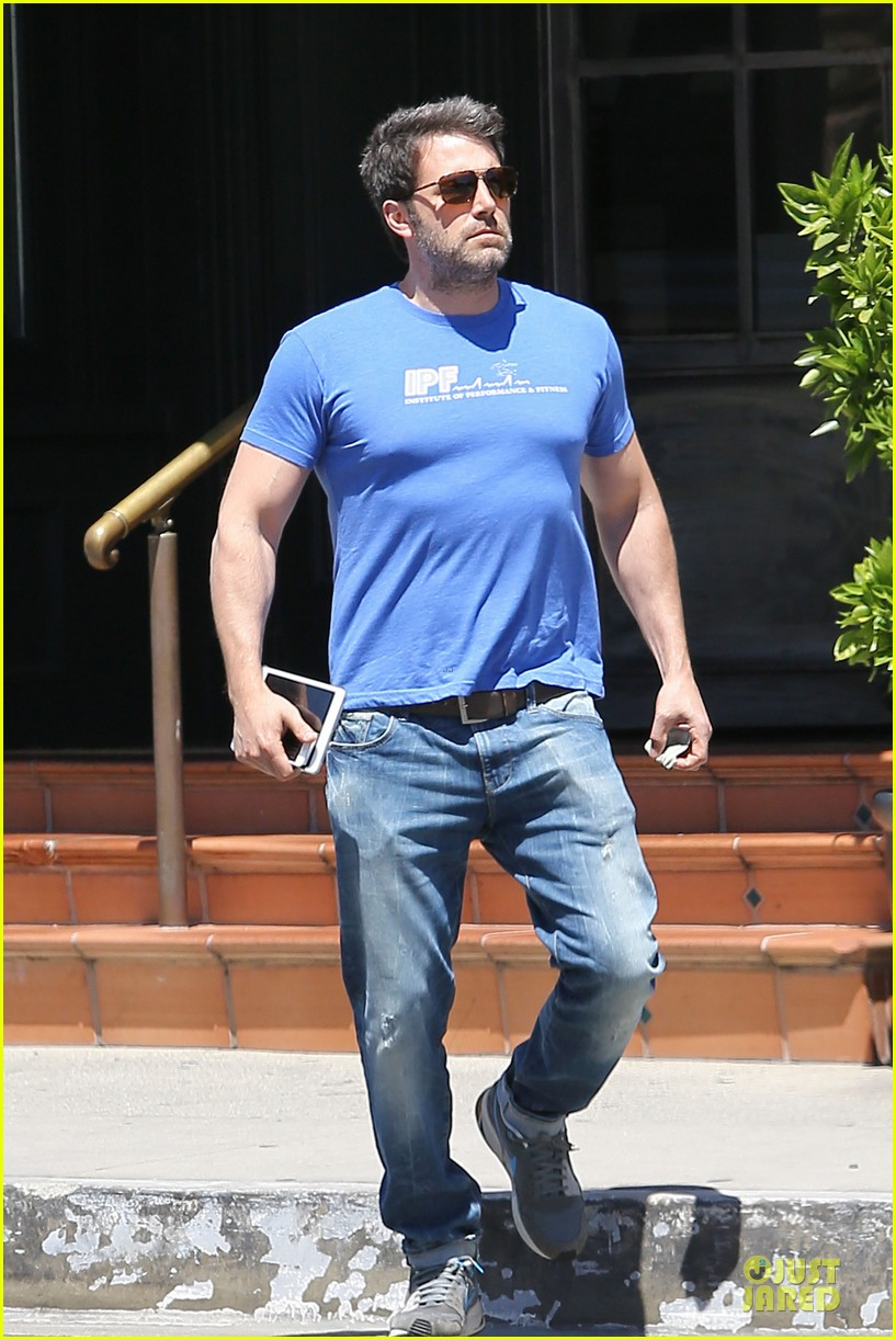 ben affleck buff body in tight tee 123112856