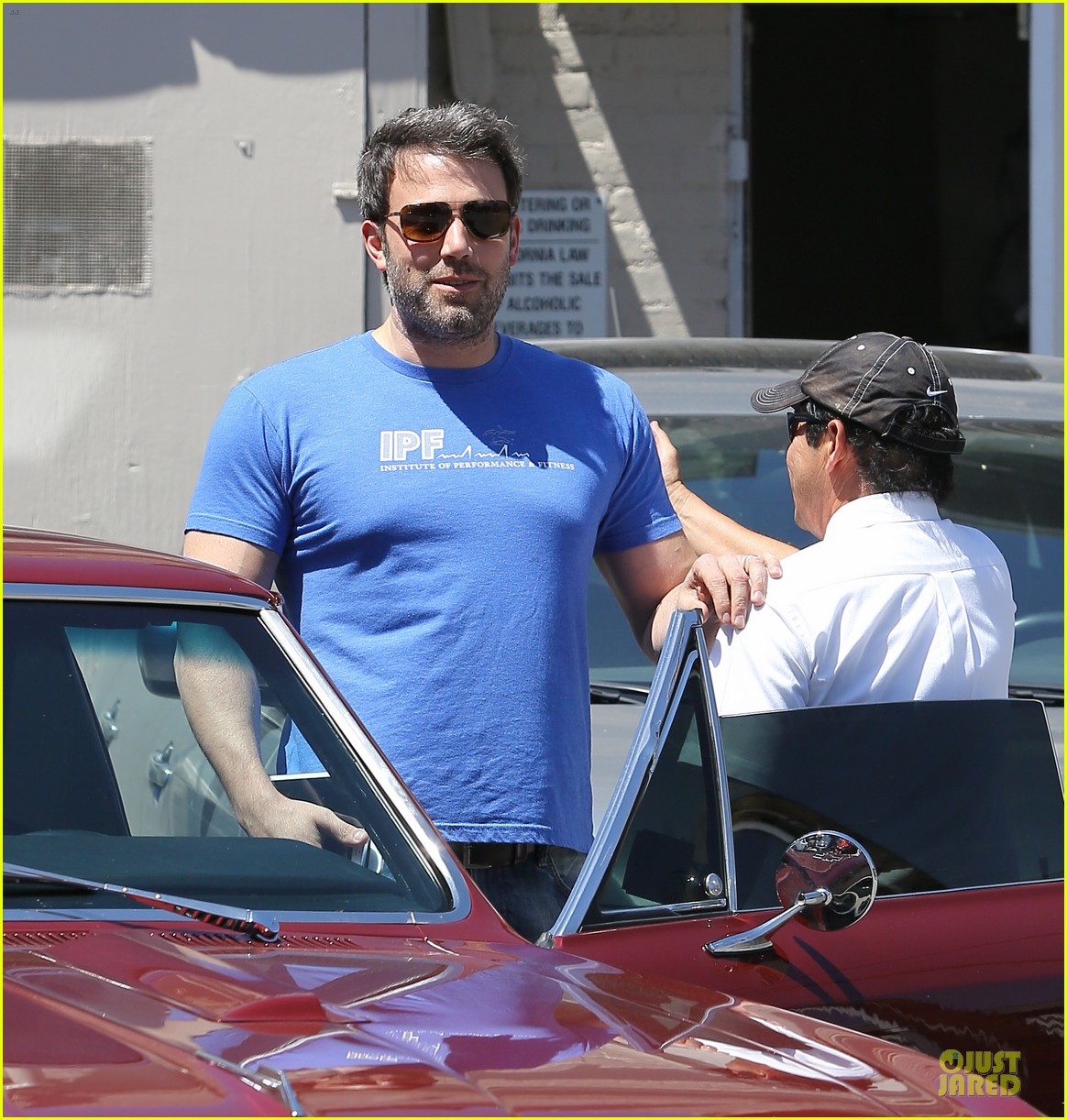 ben affleck buff body in tight tee 14