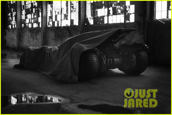 ben affleck as batman director zack snyder posts first look photo 01