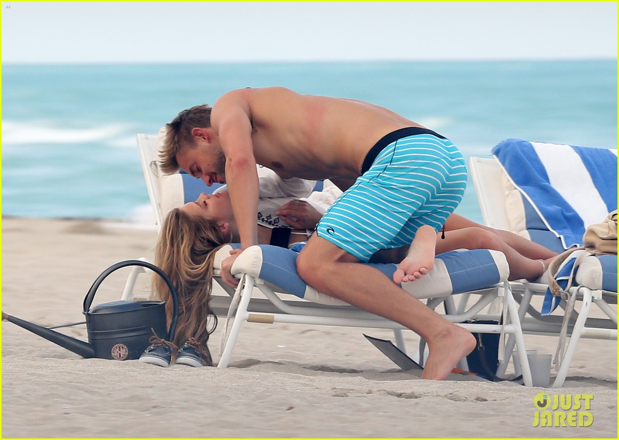 nina agdal reid heidenry making out 12
