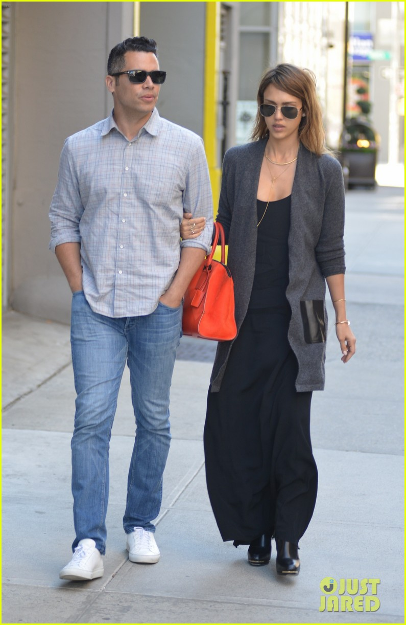 jessica alba her hubby stroll around before met ball 29