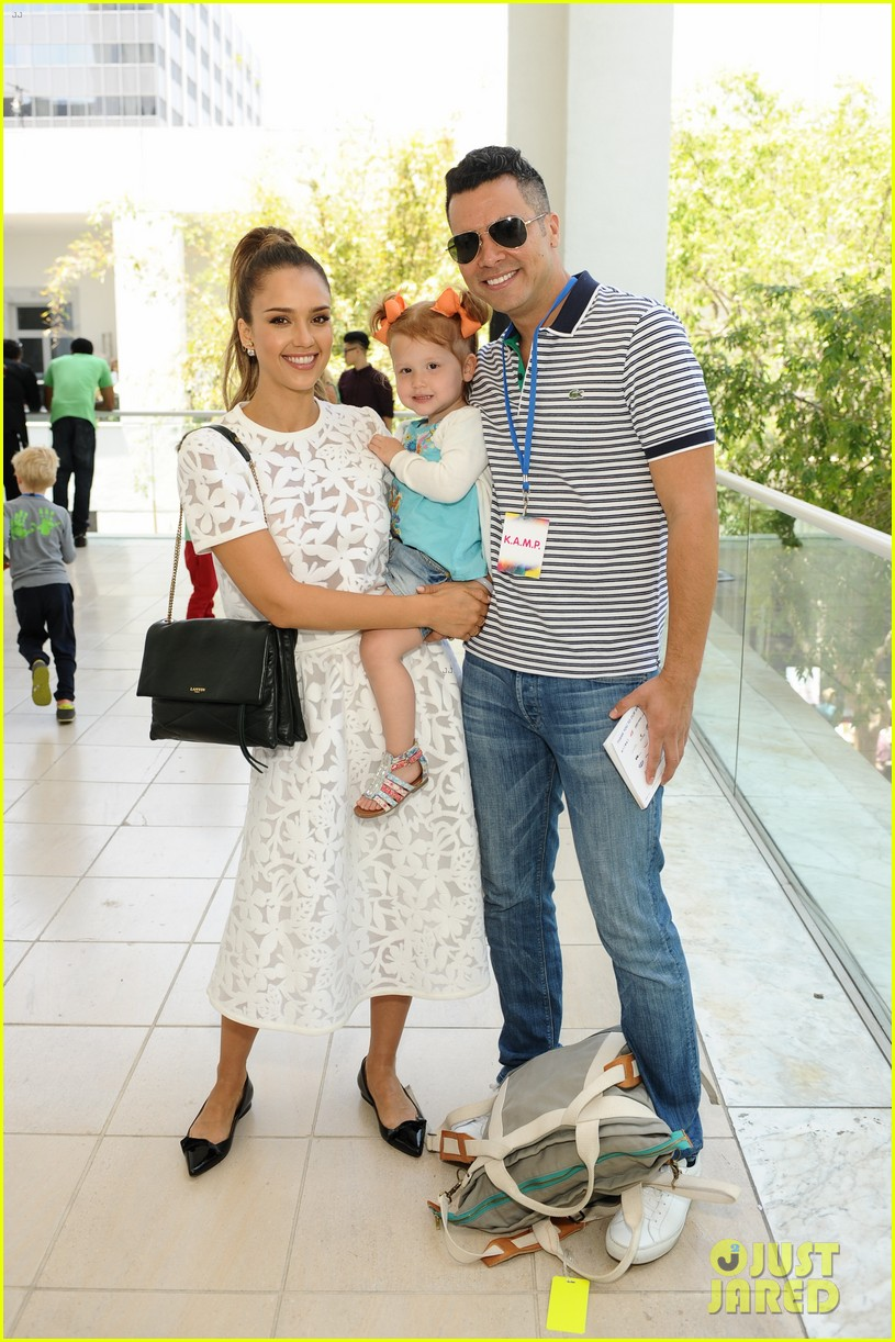 jessica alba makes it a family affair hammer museum 01