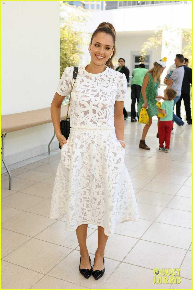 jessica alba makes it a family affair hammer museum 18