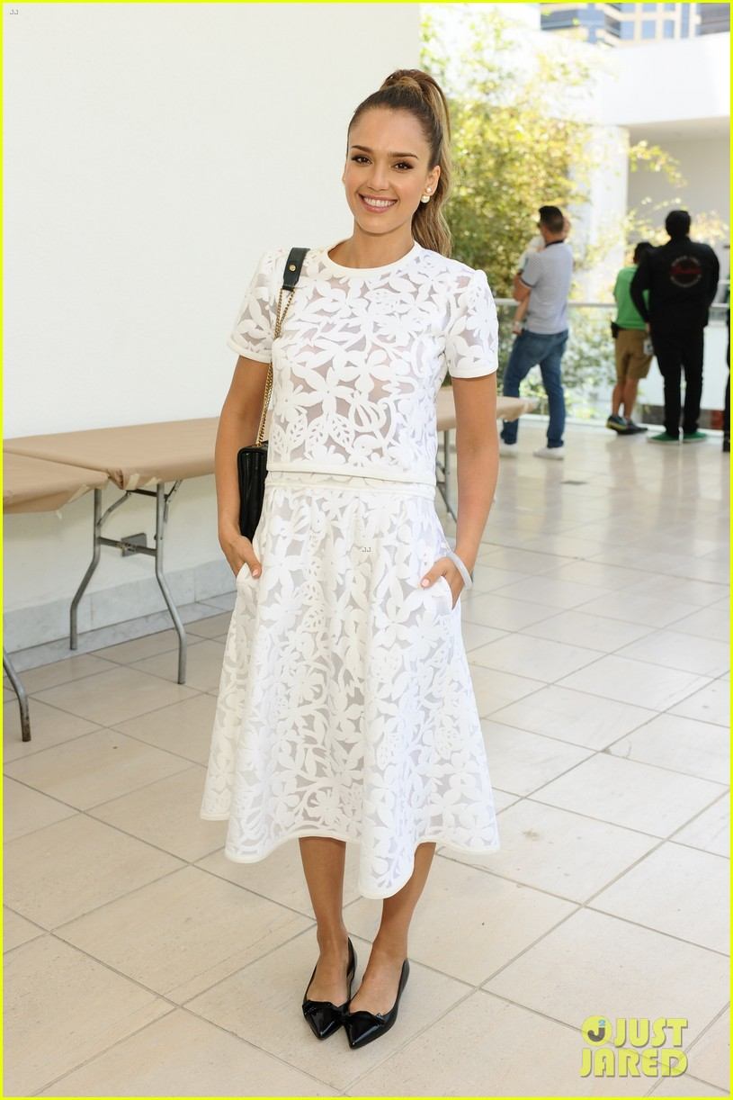 jessica alba makes it a family affair hammer museum 19