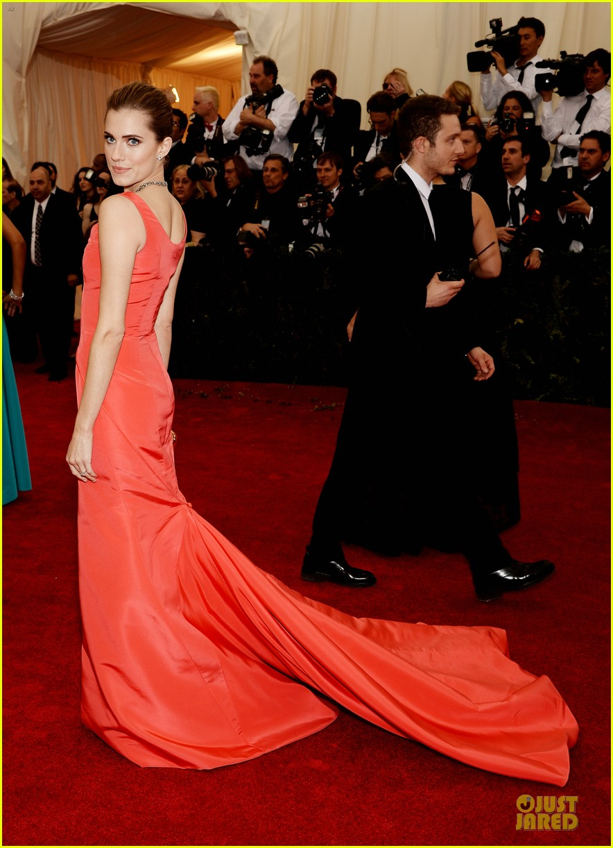 allison williams smashing red at met ball 2014 013105967