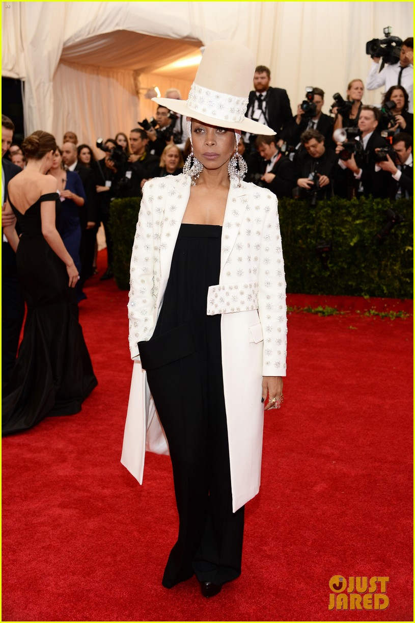 erykah badu hat met ball 2014 red carpet 053106405