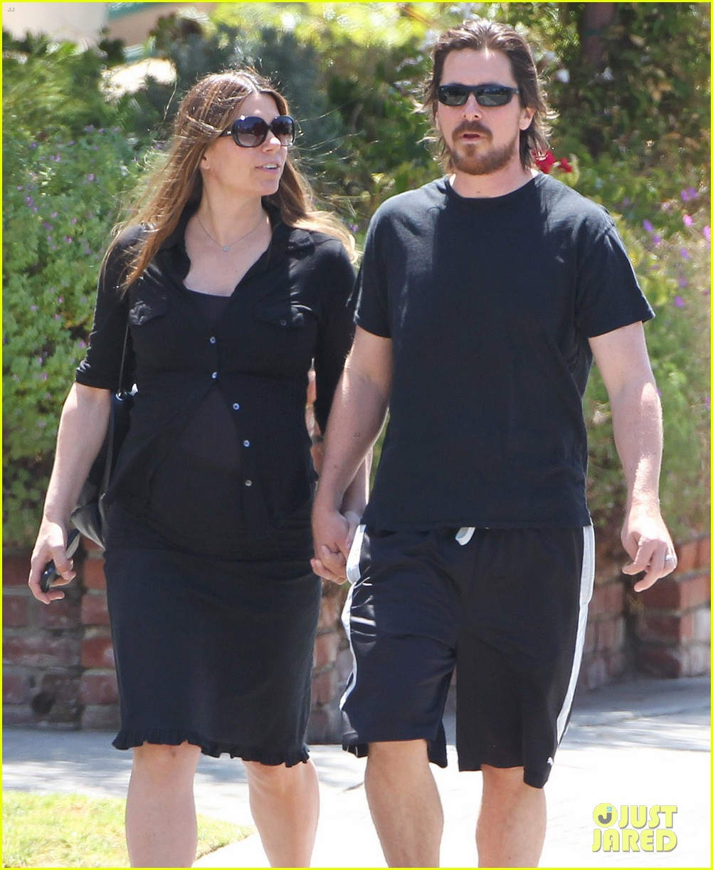 christian bale pregnant wife sibi hold hands 18