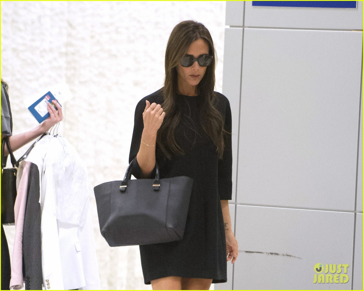 victoria david beckham arrive in nyc ahead of met ball 2014 083105469