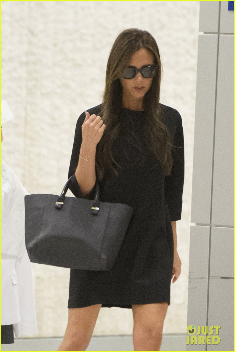 victoria david beckham arrive in nyc ahead of met ball 2014 14