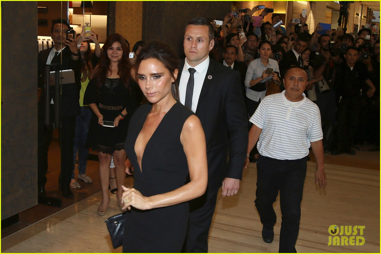 victoria david beckham spend time on separate continents 08