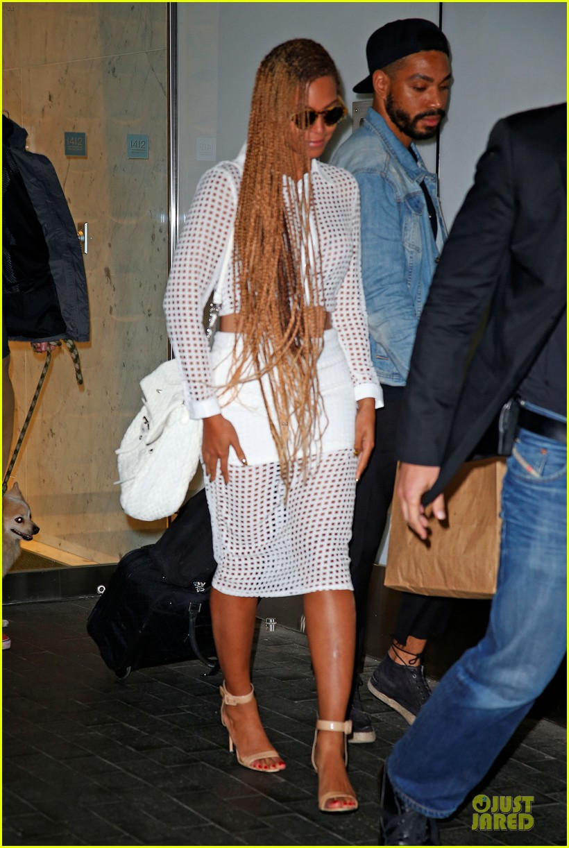 beyonce pays respects to maya angelou 01