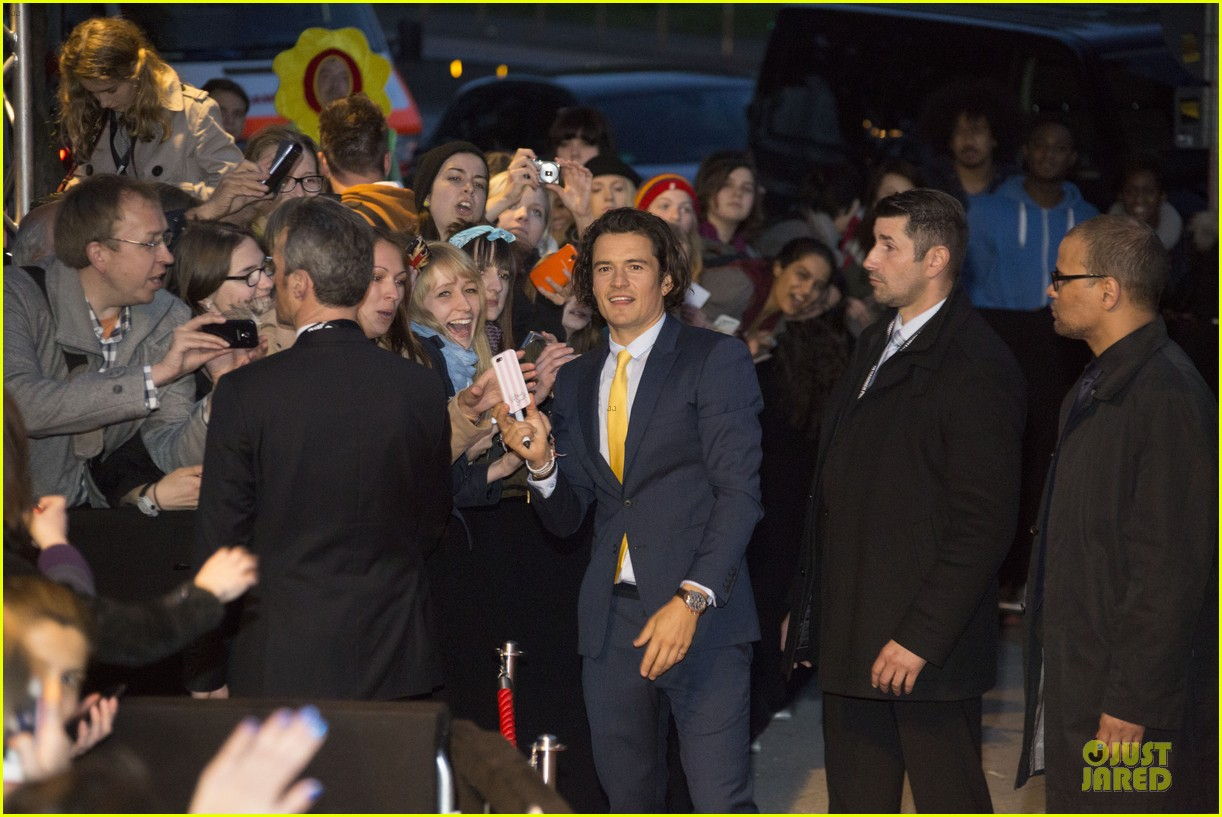 orlando bloom yellow tie zulu germany premiere 14