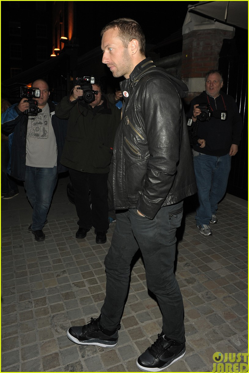 emily blunt and john krasinski hit the town with chris martin and jeremy renner093121070