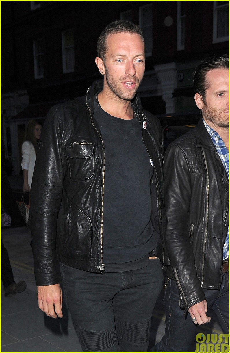 emily blunt and john krasinski hit the town with chris martin and jeremy renner21