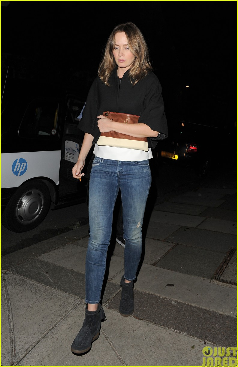 emily blunt and john krasinski hit the town with chris martin and jeremy renner37