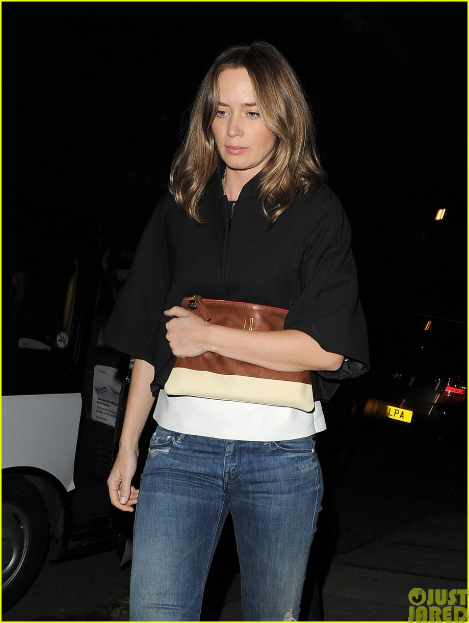 emily blunt and john krasinski hit the town with chris martin and jeremy renner39