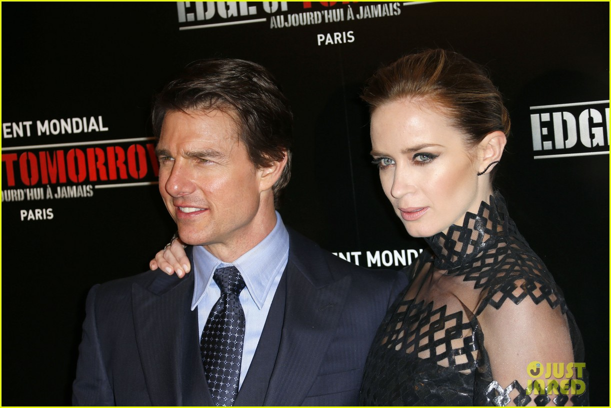 tom cruise emily blunt premiere edge of tomorrow in second city of the day 073123335
