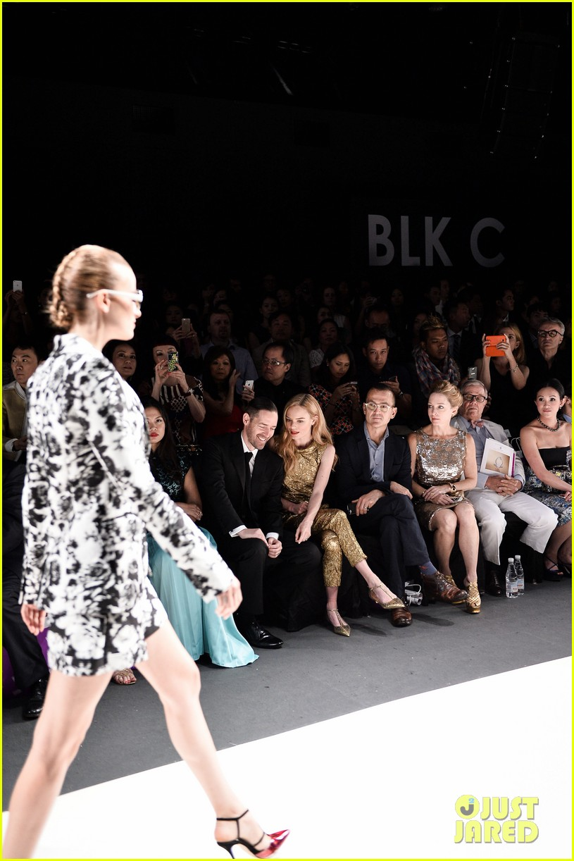 kate bosworth shimmers in singapore at skii fashion show 09