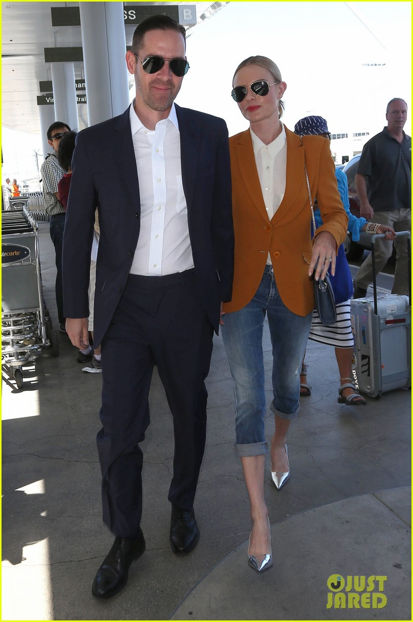 kate bosworth has a surreal moment at the airport 153113441