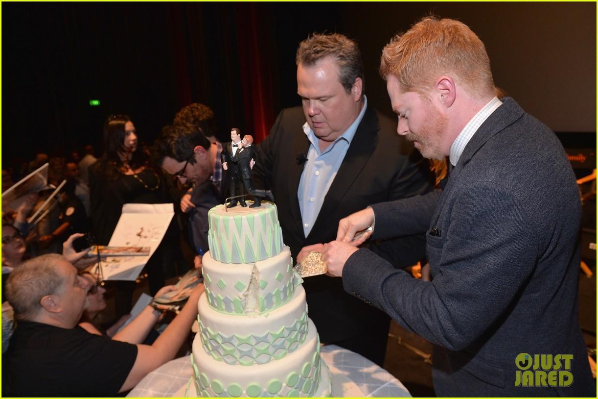 ulie bowen ty burrell present a modern family wedding 13
