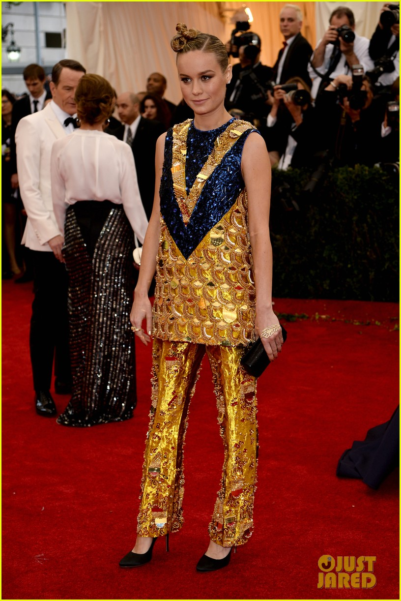 brie larson 2014 met ball red carpet 023106067