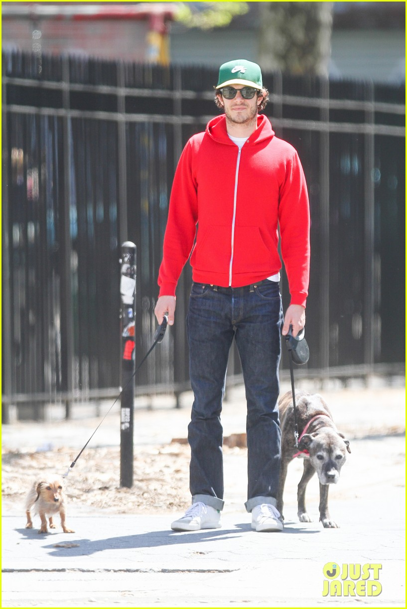 adam brody spends his saturday morning outside in the sun 03