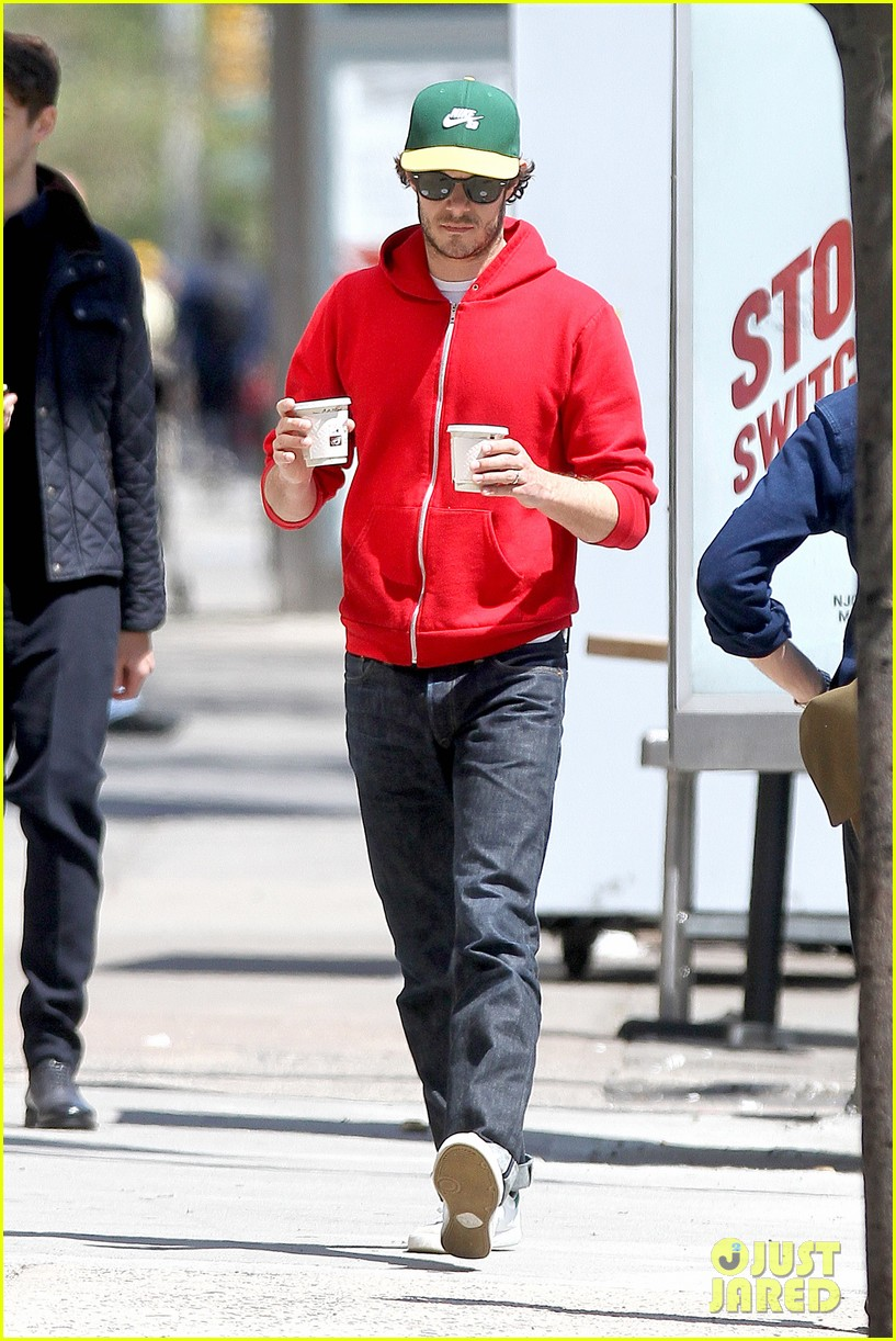 adam brody spends his saturday morning outside in the sun 123105284