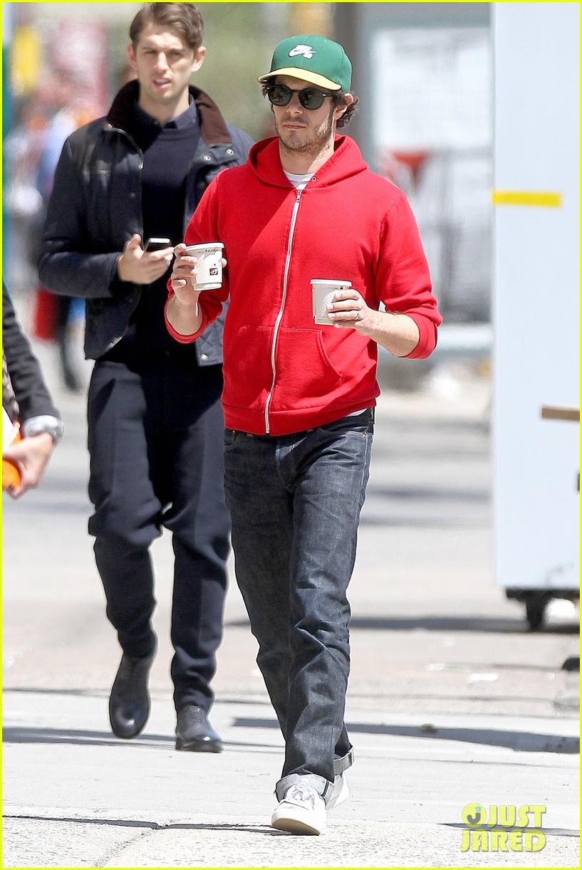 adam brody spends his saturday morning outside in the sun 13