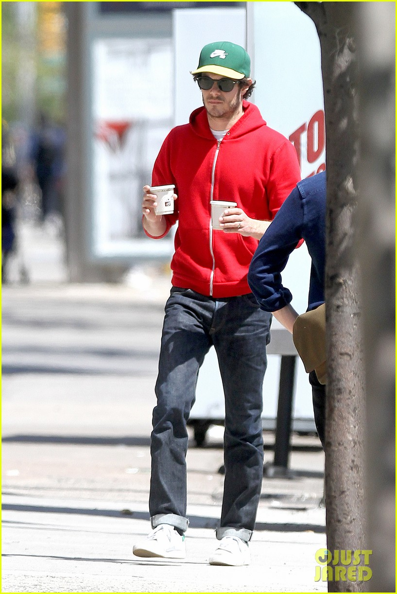 adam brody spends his saturday morning outside in the sun 153105287