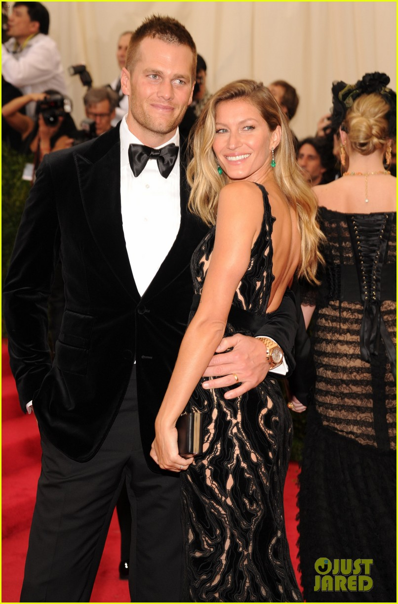 gisele bundchen tom brady are glowing couple at met ball 2014 02
