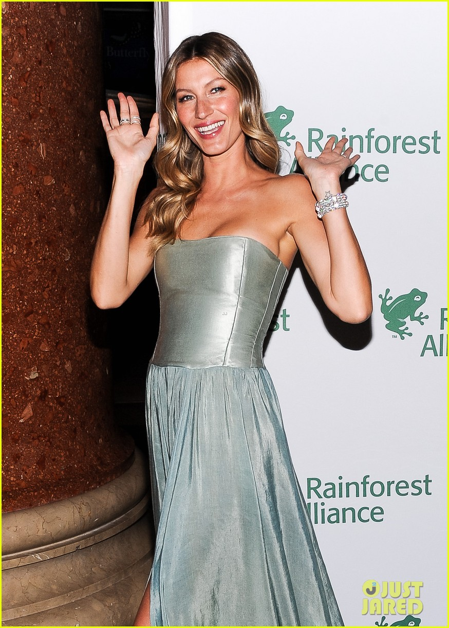 gisele bundchen playfully poses with her dress 023108002