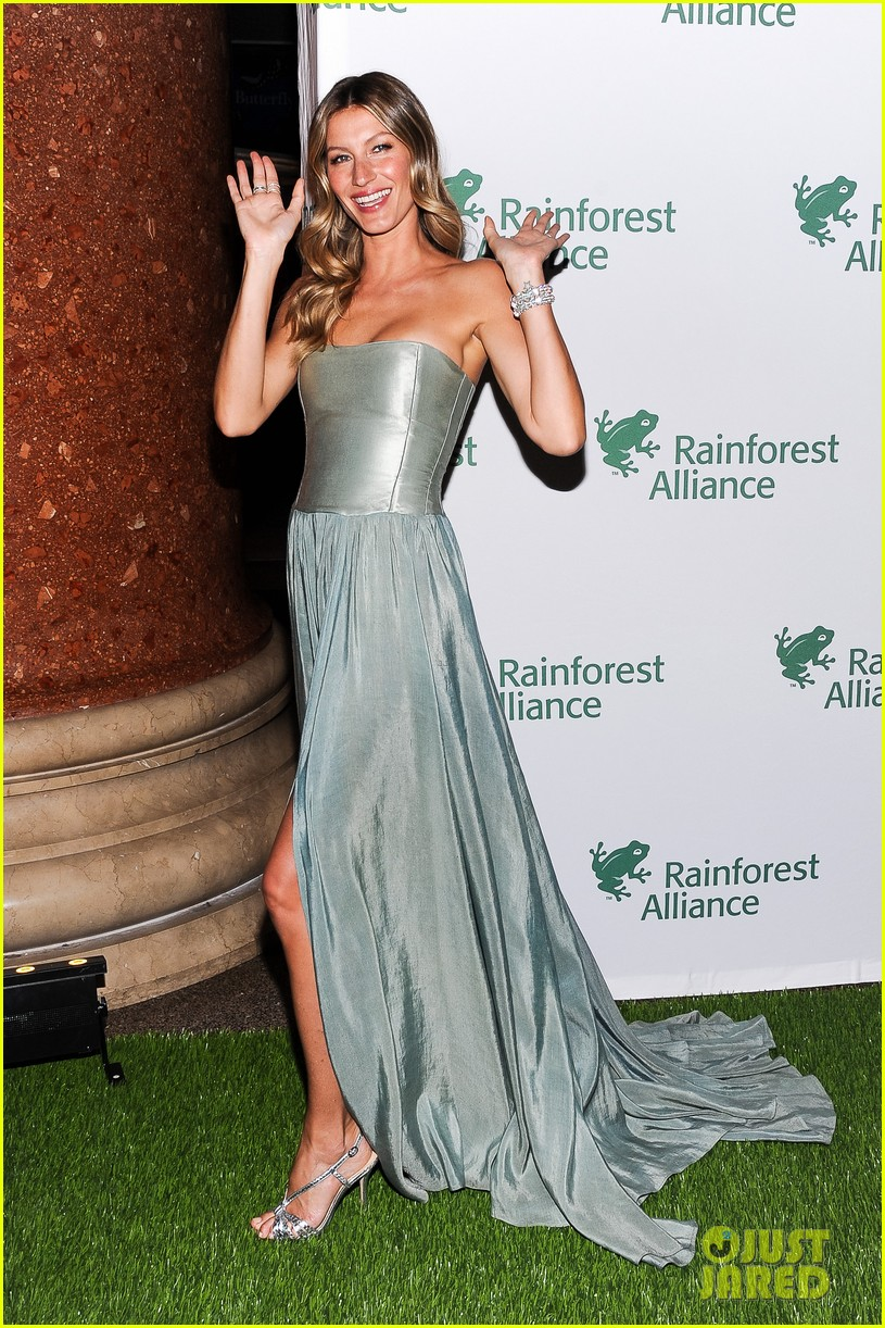 gisele bundchen playfully poses with her dress 12