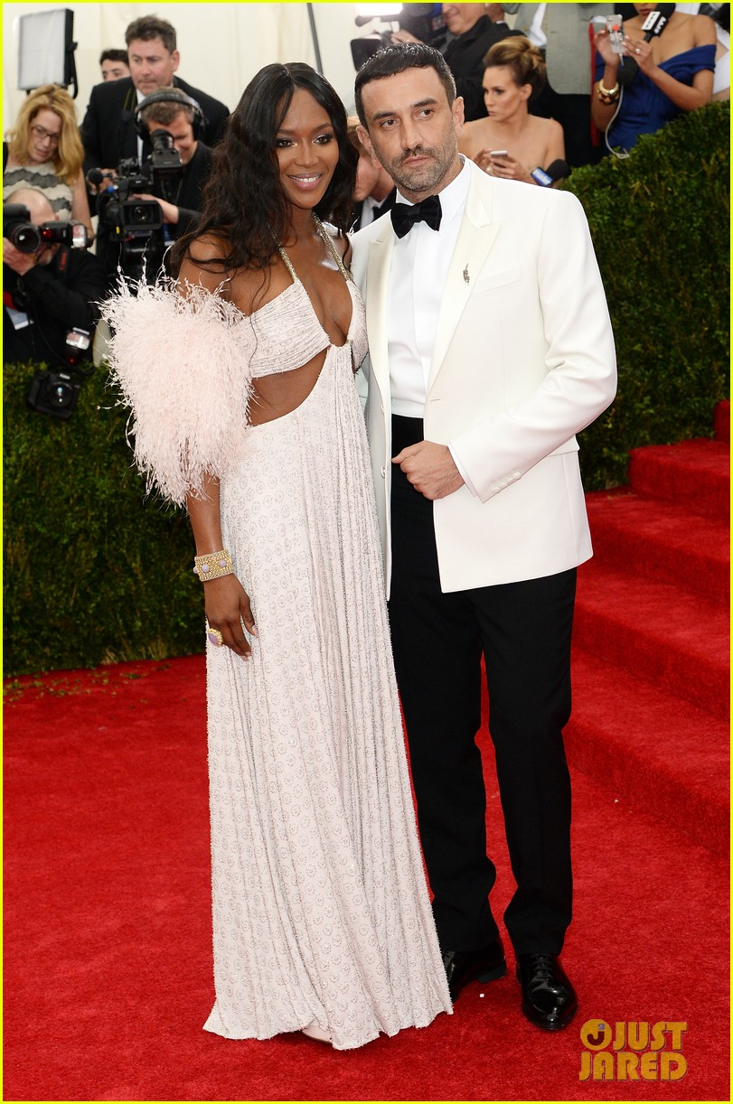 naomi campbell rocks sexy cutouts at met ball 2014 053106338