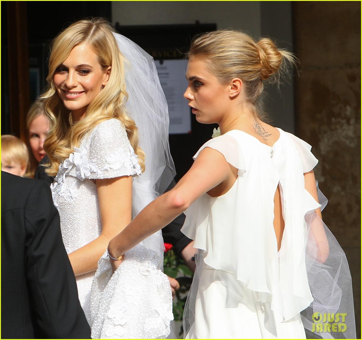 cara delevingne sister poppys wedding 02