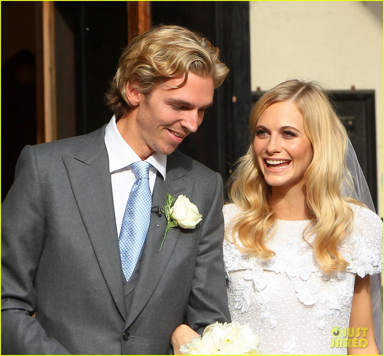 cara delevingne sister poppys wedding 11