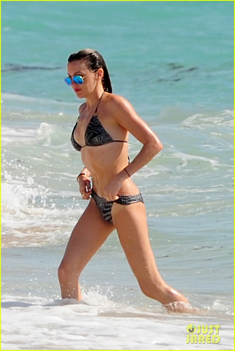 katie cassidy takes bikini selfies in miami 043103887