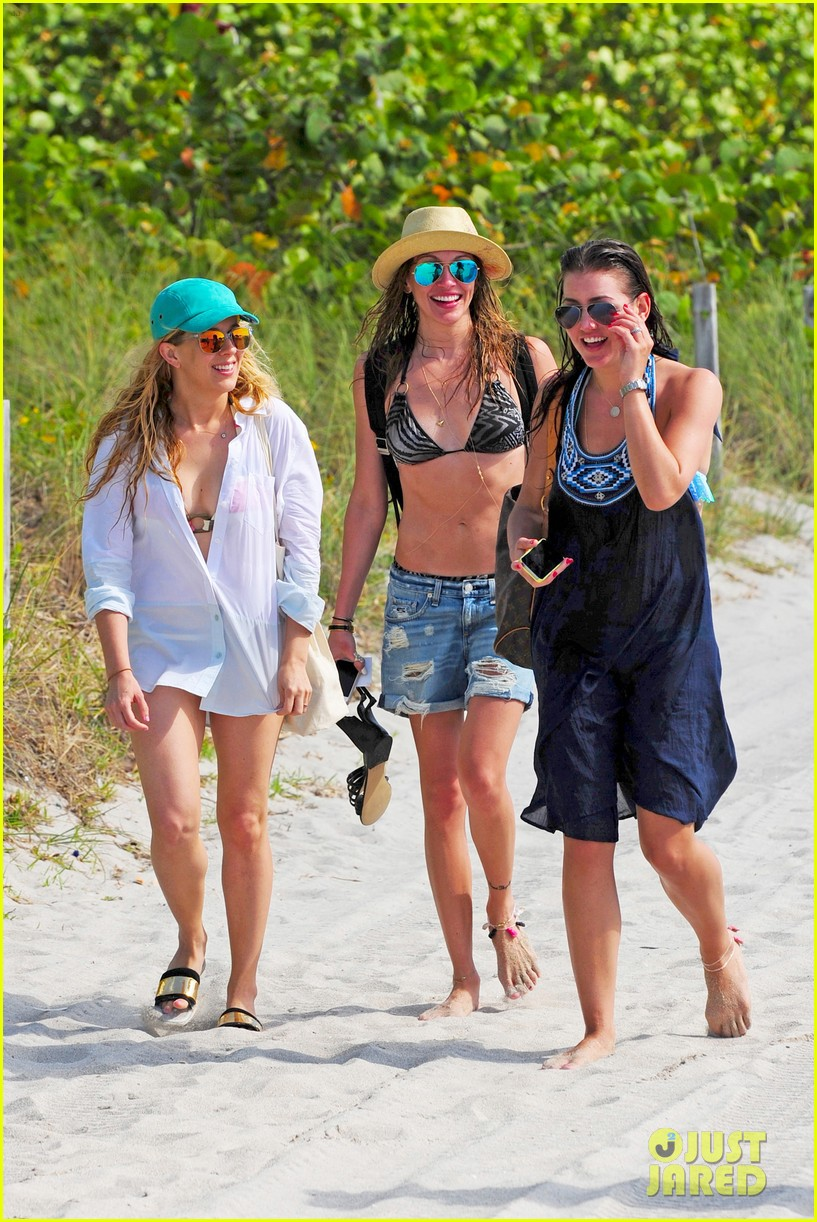 katie cassidy takes bikini selfies in miami 05