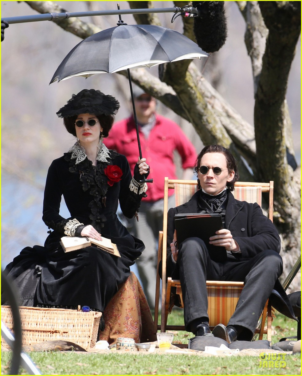 jessica chastain tom hiddleston dark crimson peak 02