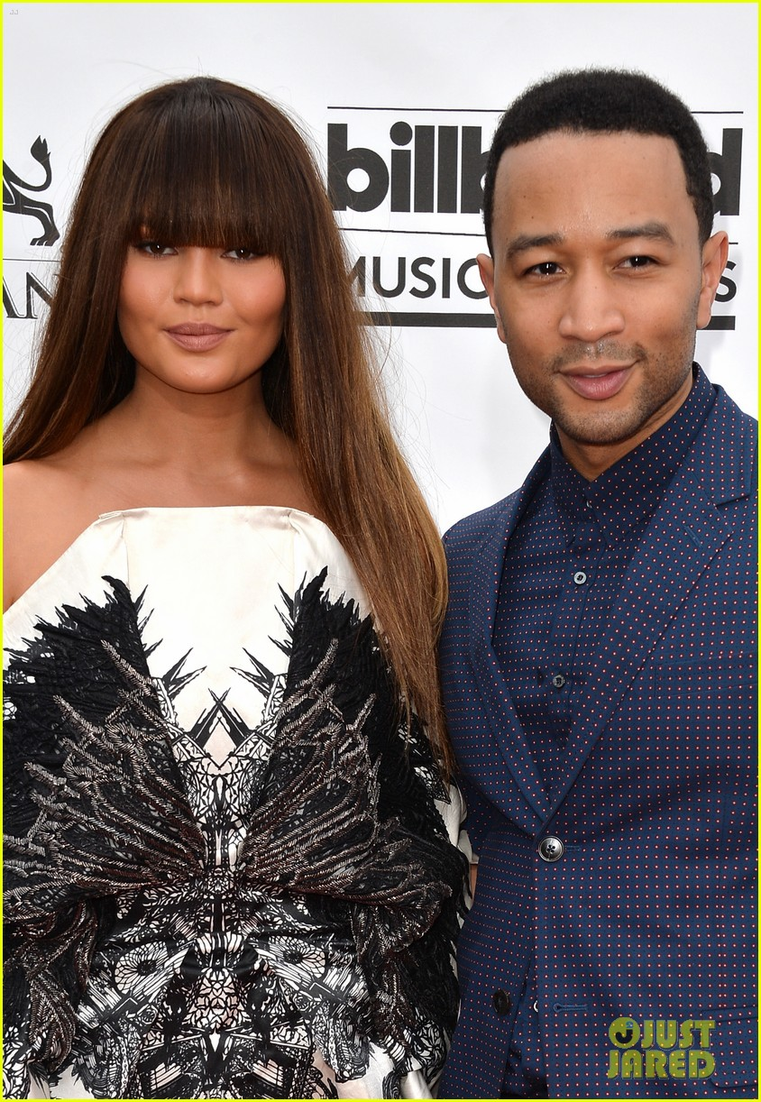 chrissy teigen debuts blunt bangs at the billboard music awards 2014 043116712