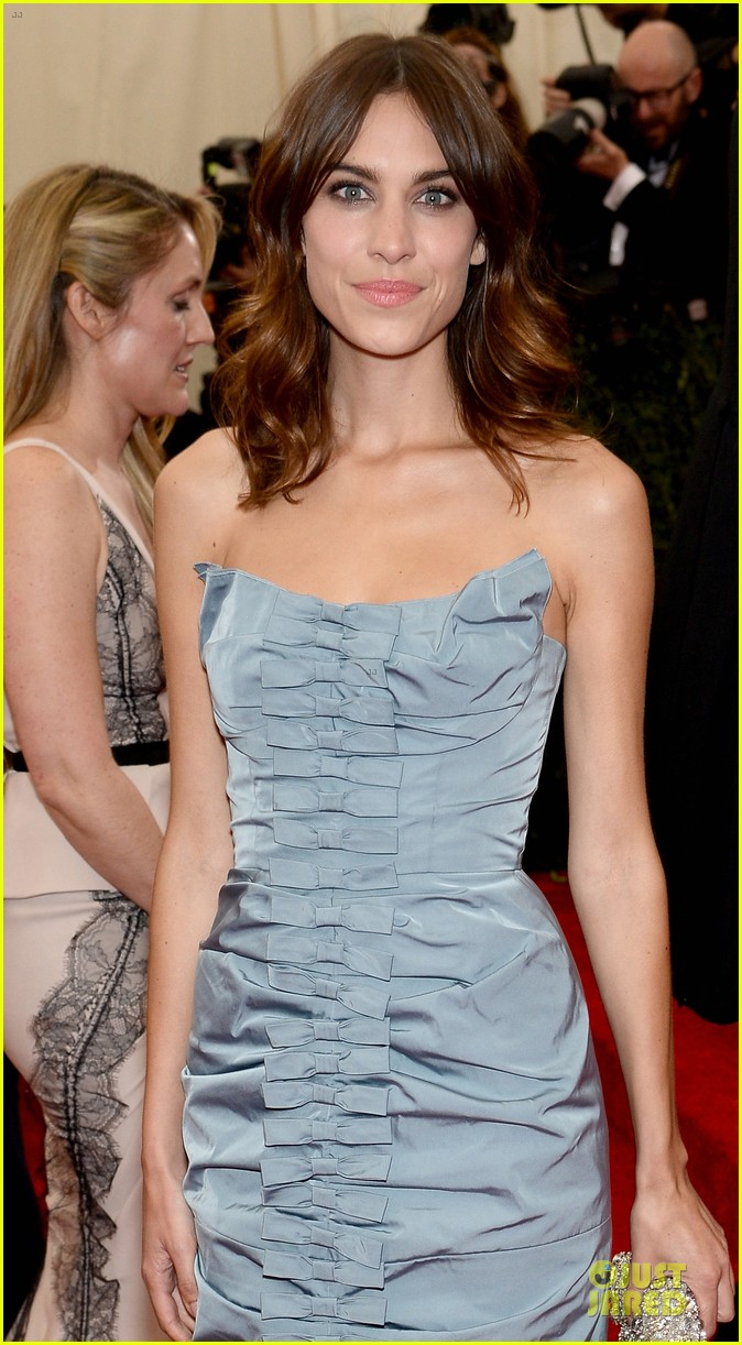 alexa chung blue at met ball 2014 023106617