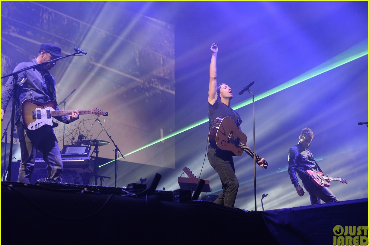 coldplay and pharrell bring happy to radio 1 big radio weekend concert19