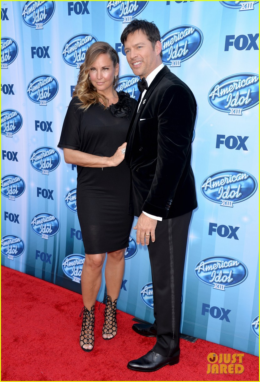 harry connick jr brings wife jill goodacre to american idol finale 013119318